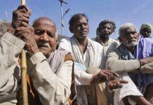 Farmers in Mundiya Kheda village, Rae Bareli district, Uttar Pradesh