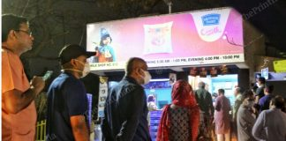 People queue up outside a dairy booth shortly after PM Modi announced a nationwide lockdown Tuesday evening