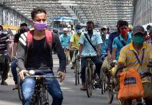 Workers cycle to their places of employment on Kolkata's Howrah Bridge (representational image) | Photo: ANI