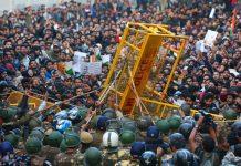 Anti-CAA protestors clash with Delhi Police outside the Jamia Millia Islamia campus in New Delhi on 31 January 2020 | Suraj Singh Bisht | ThePrint