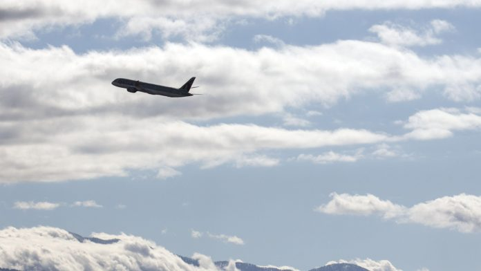 A Boeing Co. 787 Dreamliner flies off in Victorville, California | Photo: Patrick T. Fallon | Bloomberg File Photo