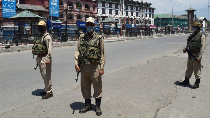 Representational image of CRPF personnel in Srinagar, Jammu and Kashmir | Photo: ANI