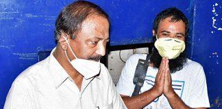 Congress leader Pradeep Mathur escorted Dr Kafeel Khan (right) upon the latter's release from Mathura jail Tuesday | Photo: ANI