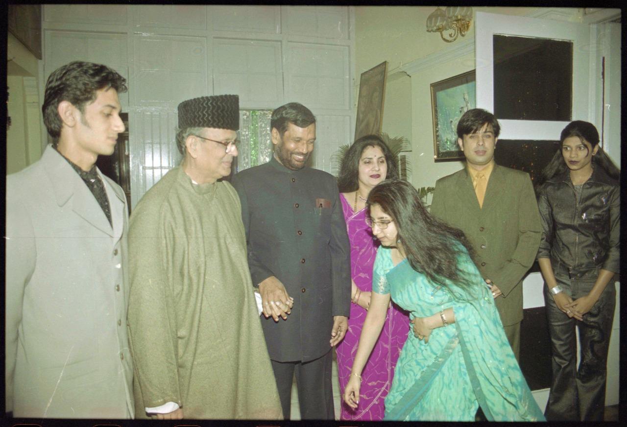 From left to right: Chirag Paswan, former PM V.P.Singh, Ram Vilas Paswan, Reena Paswan and daughter Asha Paswan touching feet of father Ram Vilas Paswan at a party   Photo: Praveen Jain