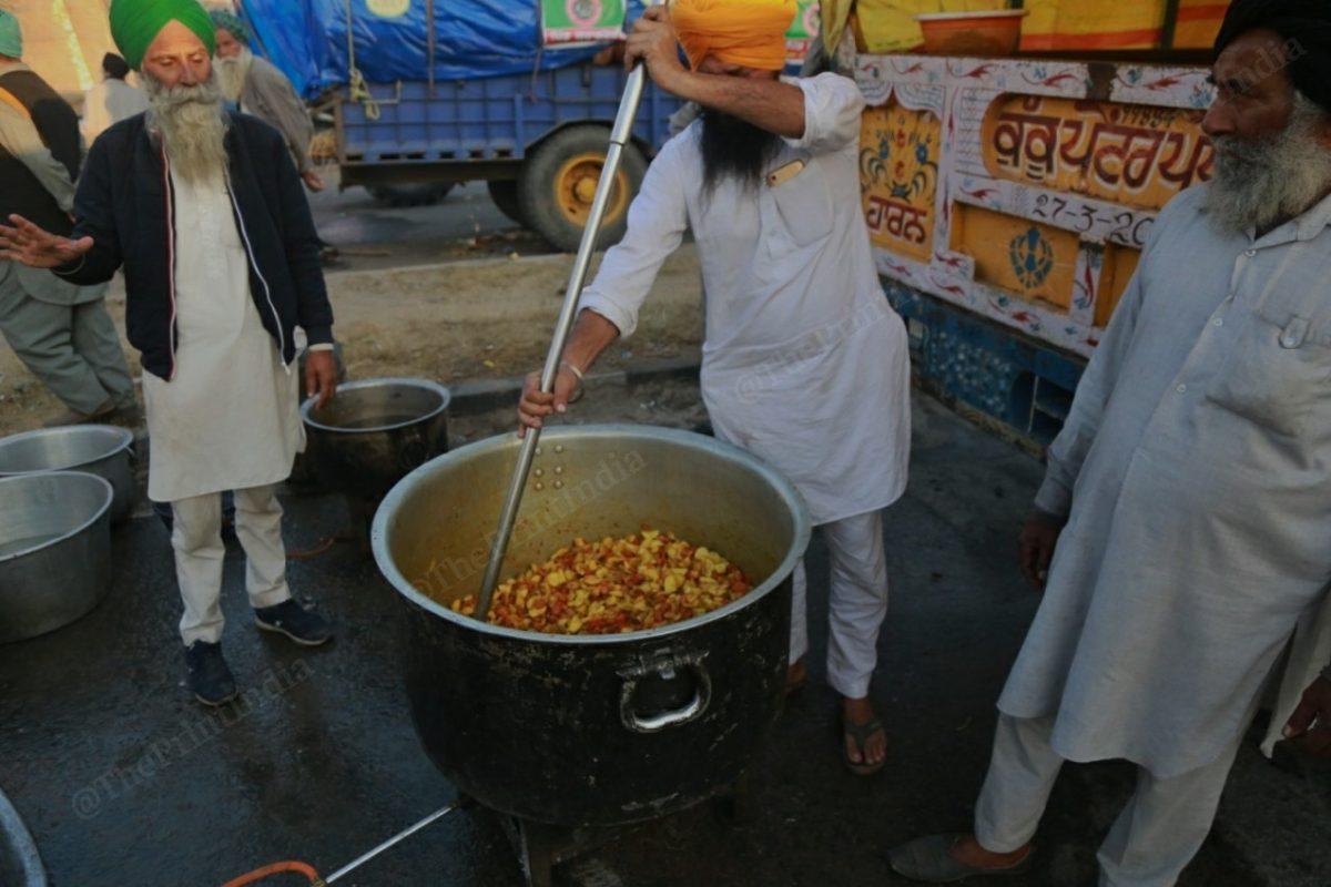 In the menu is aloo gajar ki sabzi and roti for a group of farmers | Photo: Manisha Mondal | ThePrint