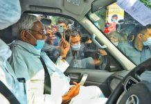 Chief Minister of Bihar Nitish Kumar shows his finger after casting his vote at Raj bhavan complex | Praveen Jain | ThePrint