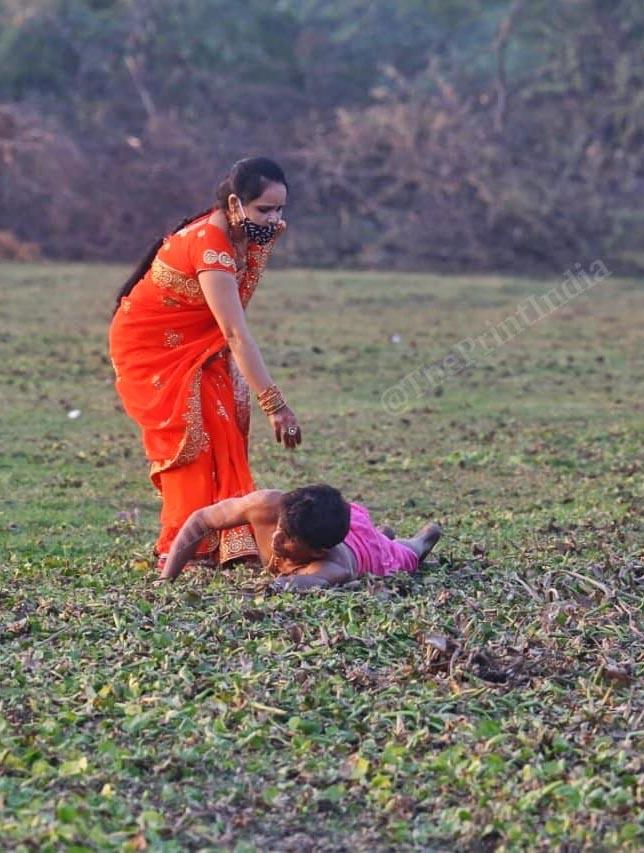 A wife helps husband in doing the ritual | Photo: Praveen Jain | ThePrint