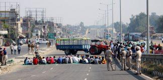 Representational image | A file photo of farmers blocking Amritsar-Delhi National Highway during their four hours statewide Chakka Jam near Jalandhar on 5 November. | Photo: ANI