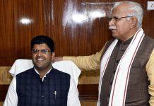 File image of Haryana Deputy CM Dushyant Chautala (seated) of the JJP with ally BJP's CM Manohar Lal Khattar | Photo: ANI