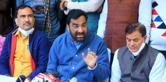 Rashtriya Loktantrik Party chief Hanuman Beniwal (centre) speaks to media in Jaipur on 19 December 2020   ANI