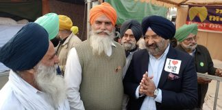 DSGMC president, Manjinder Singh Sirsa (extreme right) are the farmer protests   Twitter: @mssirsa