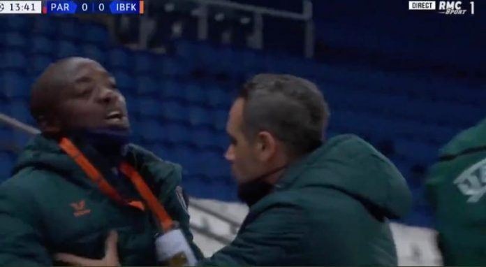 Istanbul Basaksehir's assistant assistant coach Pierre Webo (left)   Screenshot
