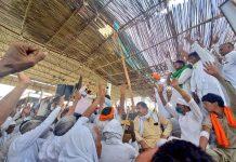 Farmers of the Bhartiya Kisan Union (BKU) ahead of the violence clash with police in Hisar, Haryana on 16 May 2021 | Twitter/@BKU_Charhuni