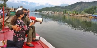 Father Ahmad Patloo and daughter Jannat ask tourists to wear masks and take vaccination.   Photo: Praveen Jain   ThePrint