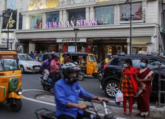 Vehicles travel past stores in Chennai | Representational image | Photographer: Dhiraj Singh | Bloomberg